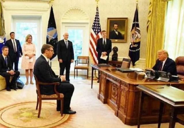 и.о. президента Сербии Александр Вучич с раболепием смотрит на хозяина Белого дома, 04.09.2020