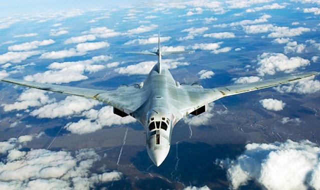 Российский бомбардировщик Ту-160 назван более универсальным, чем американский В-52