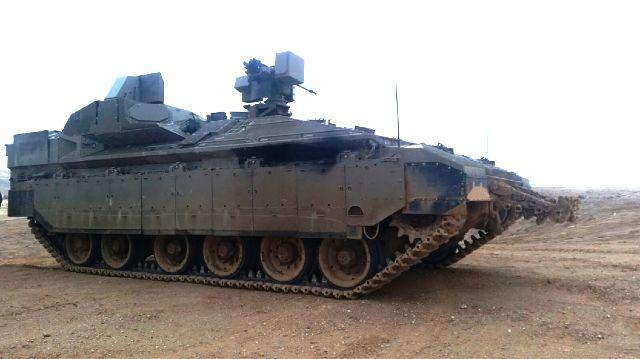 Израильская БМП Namer с комплексом активной защиты Troph