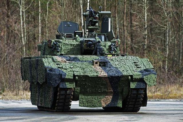 Одна из машин (Protected Mobility Reconnaissance Support (PMRS)) и БМП на базе платформы ASCOD - 2