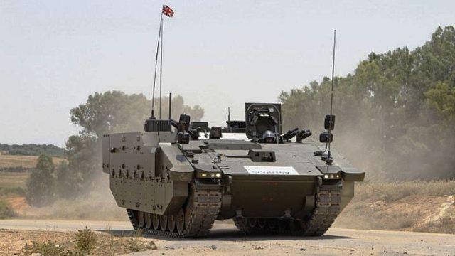 Одна из машин (Protected Mobility Reconnaissance Support (PMRS)) и БМП на базе платформы ASCOD