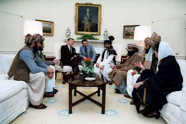 Рональд Рейган и командиры афганских моджахедов в Белом доме в 1985