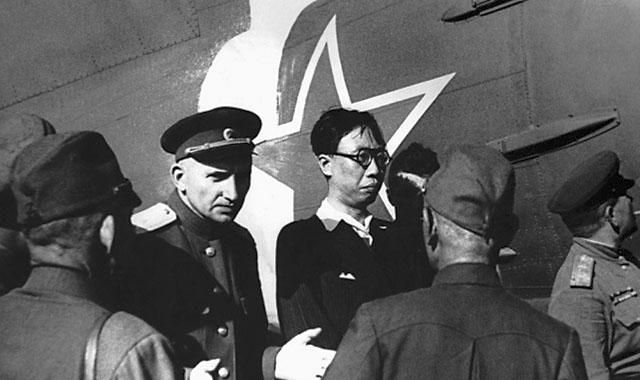Плененный последний император Китая Пу И этапируется в Советский Союз